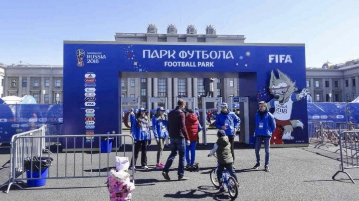 В Самаре на площади Куйбышева открылся передвижной парк футбола