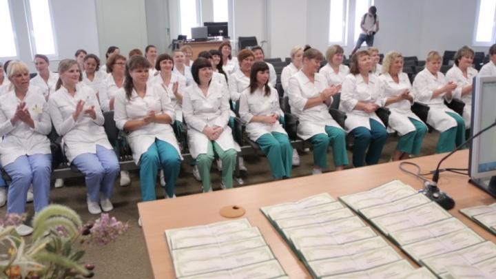 Стильный пол: челябинские санитарки стали дипломированными специалистами