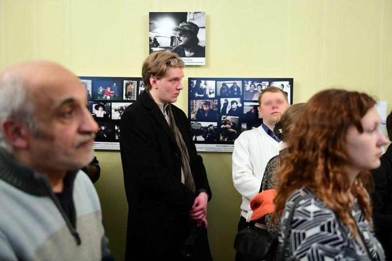 Никита Семенов на выставке в Доме журналиста