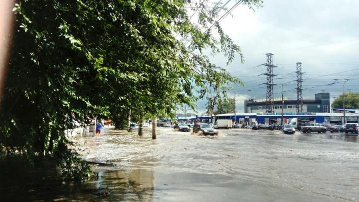 В Самаре из-за ливня затопило улицы Победы и Свободы