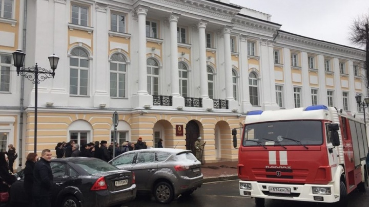 В Ярославле эвакуировали депутатов областной думы