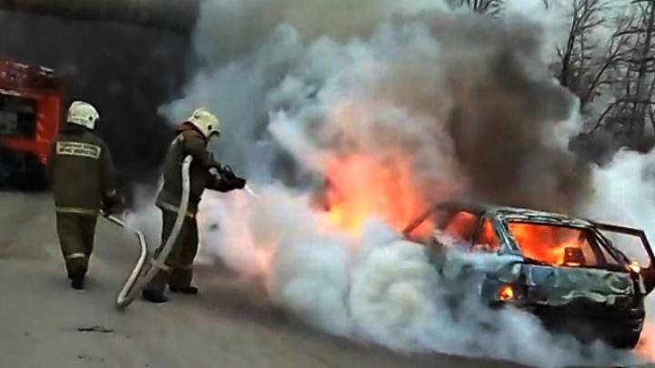 Выгорела дотла: в Самаре «двенадцатая» вспыхнула на ходу