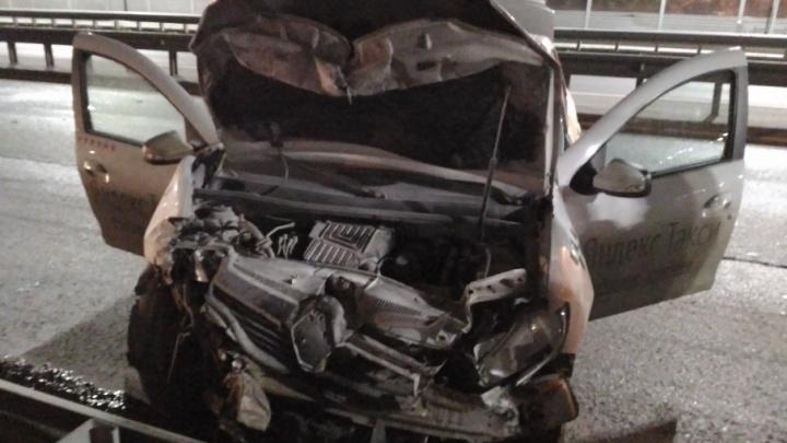 В Тюмени пьяный водитель ударился лбом, врезавшись в ограждение