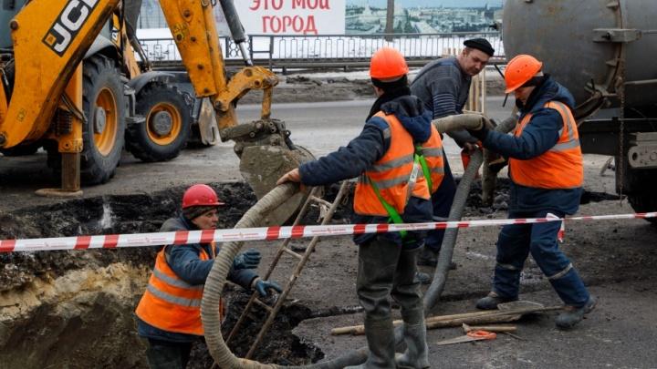 В Волгограде возле Мамаева кургана устранили прорыв магистрального водовода