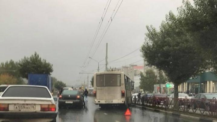 Из-за ДТП с маршруткой на Московском проспекте образовалась пробка