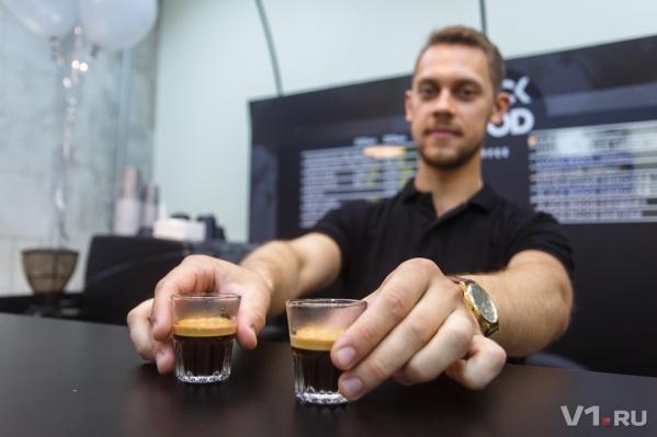 По доброму лицу бариста не всегда можно угадать, что именно он смешал в твоем кофе