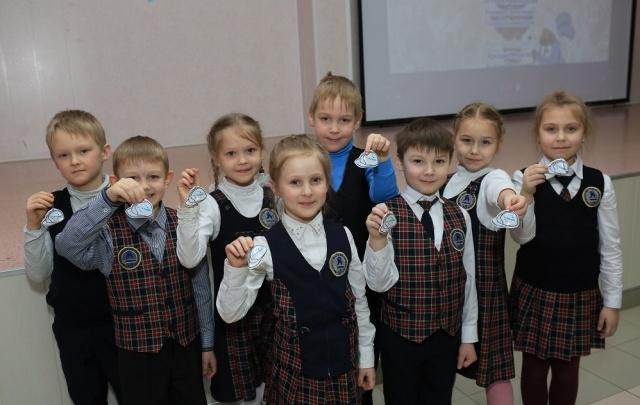 «Уралкалий» подарил школьникам Березников и Соликамска 10 000 светоотражающих брелоков