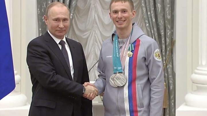 Владимир Путин наградил в Кремле тюменских лыжников Большунова и Спицова