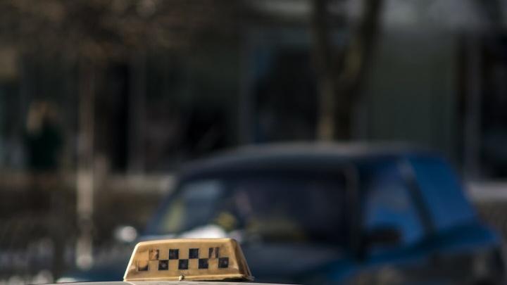 На Дону клиент с ножом угнал «Волгу» у таксиста