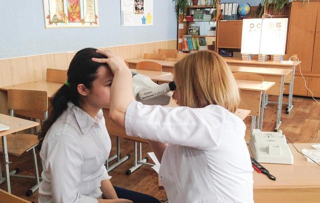 Здоровье на троечку: челябинских школьников проверят московские врачи