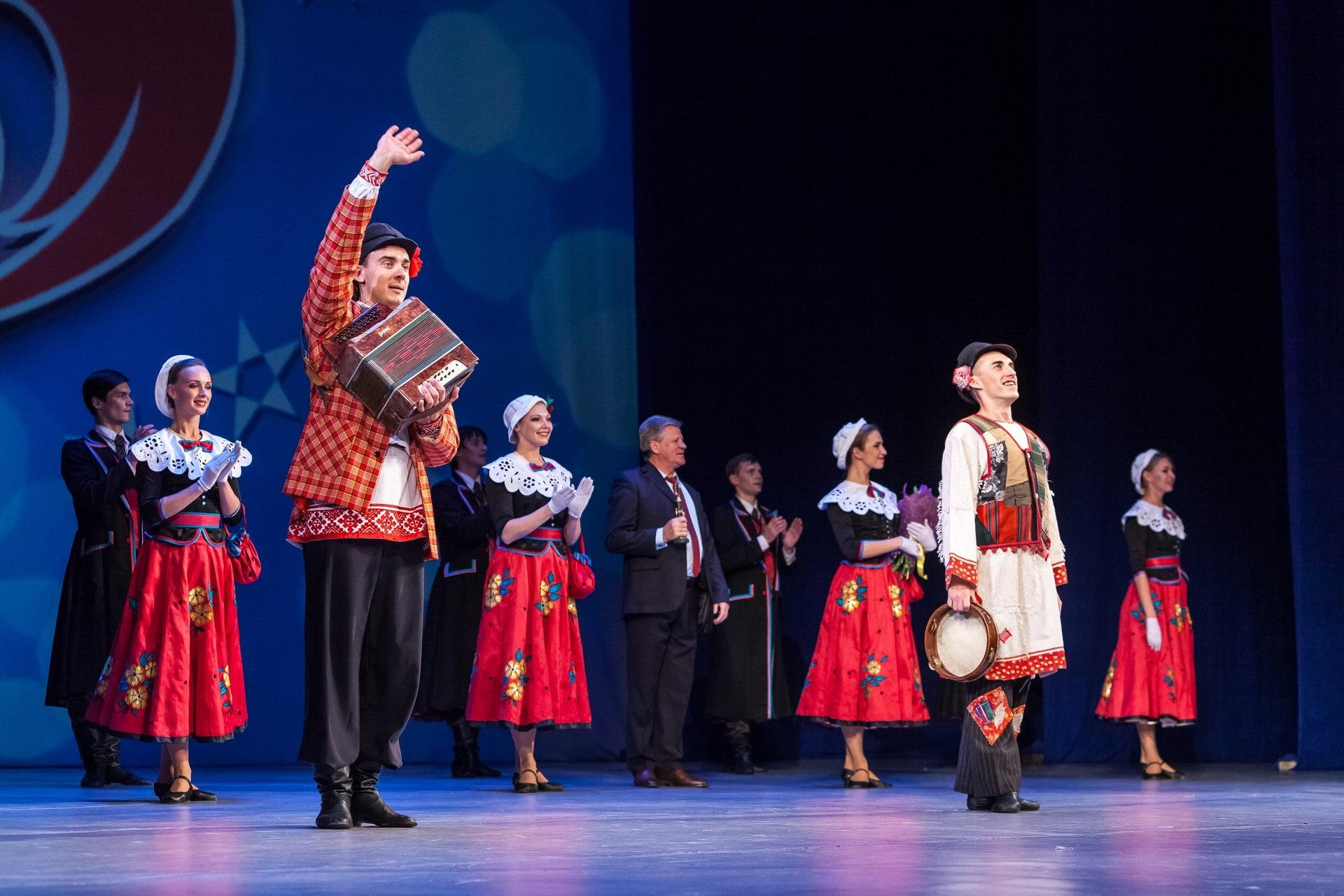 Зрители с восторгом посмотрели выступление ансамбля из Беларуси, открывшего фестиваль