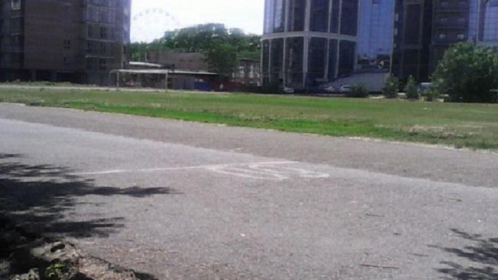 Ростовчанин просит снести разваливающийся забор стадиона «Юность России»
