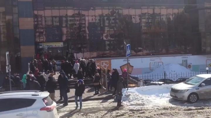 «На тревогу реагируют не все»: в супермаркетах и ТЦ провели учебную эвакуацию