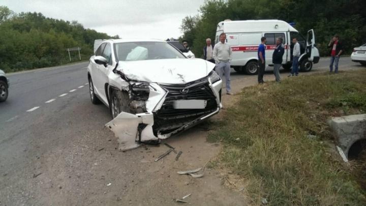 В Самарской области Lexus столкнулся с ВАЗом при обгоне