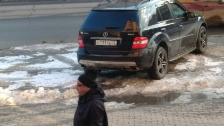 «Я паркуюсь, как...»: 5 автохамов, попавших в объектив тюменцев