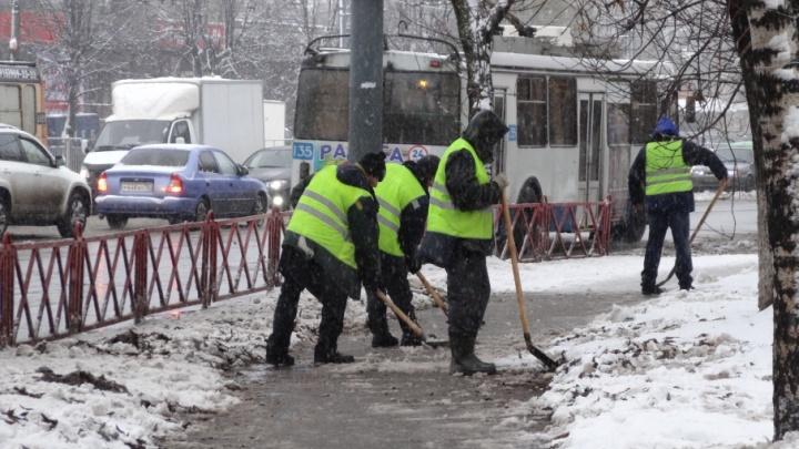Мэрия Ярославля следила за уборкой снега во дворах с шести утра