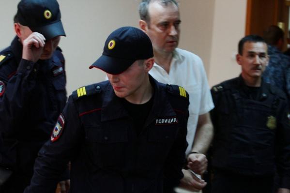 На Вячеслава Истомина надели наручники по оглашении приговора
