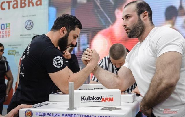 Ростовчанин одержал победу над одиннадцатикратным чемпионом мира по армрестлингу