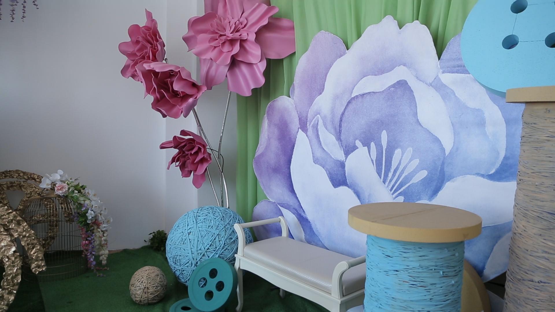 Бизнес девушек начался с гигантских цветов