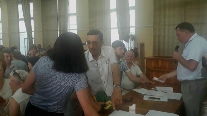 Волгоградцы подняли бунт против «Радежа» в сквере Саши Филиппова
