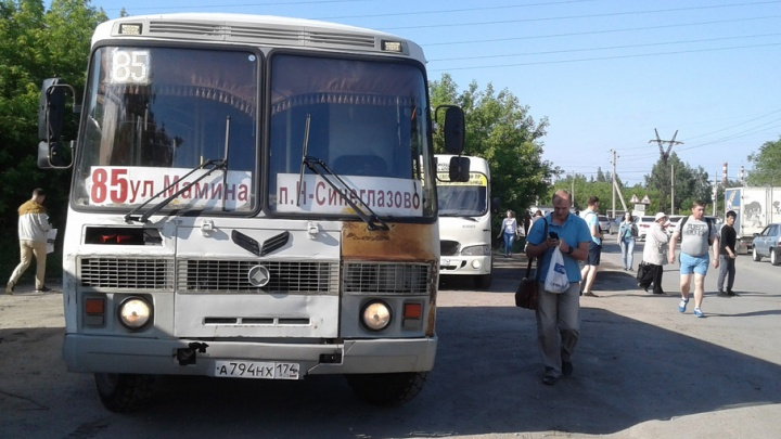 Высаживают на переезде: ремонт дороги отрезал челябинский посёлок от мира