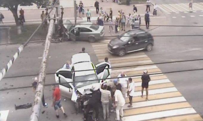 «Удар жёсткий был»: на перекрестке улиц Ленина и Плеханова в Перми столкнулись две легковушки