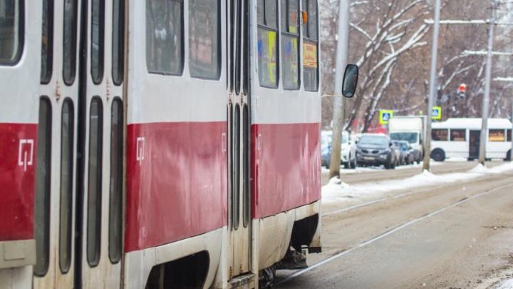 Уменьшили количество подвижного состава: в Самаре произошла авария на трамвайной линии