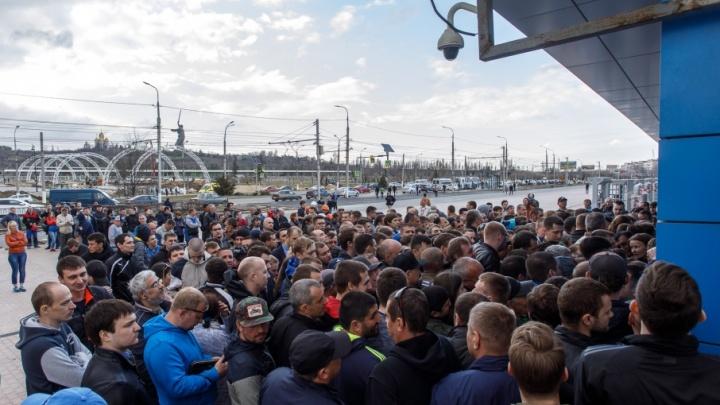 Волгоградцы выстроились в очередь за билетами на новый стадион