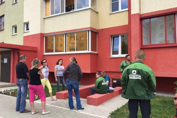 Сотрудники УК «Бетотек-Сервис» не пустили работников новой компании в подвал дома