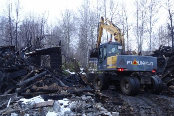 Дом на Лётной, который снесли, часто горел
