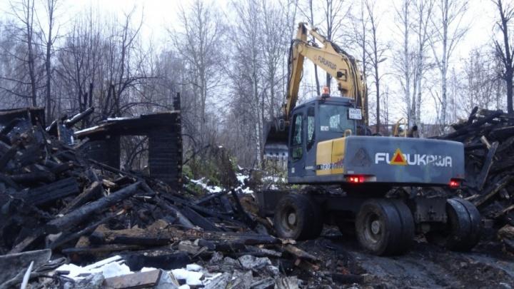 В Ярославле снесли вечно горящий барак на Лётной