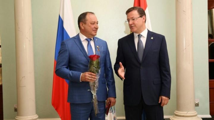 Азаров наградил главу областного Следственного комитета