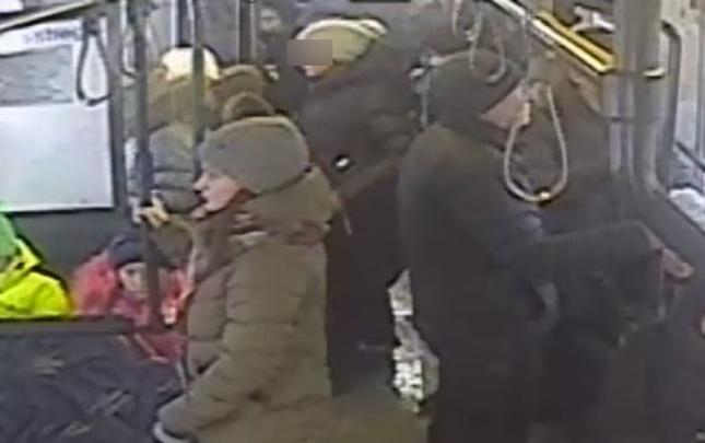 «Сама вышла на остановке»: публикуем видео из пермского автобуса, из которого якобы высадили школьницу