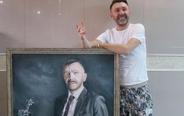 Пермский художник подарил Сергею Шнурову портрет, выполненный с помощью аэрографа