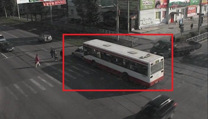 ДТП на перекрестке Куйбышева–Чкалова: автобус столкнулся с легковым автомобилем