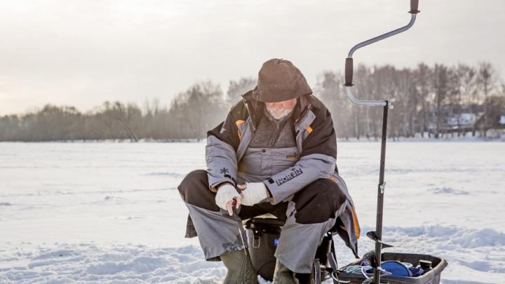 Человек-пакет: как ярославцы греются на рыбалке