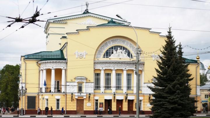 Декорации и костюмы Волковского театра застряли во Владивостоке
