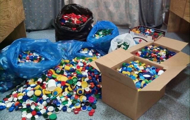 Тюменские эковолонтеры просят горожан собирать пластиковые крышечки
