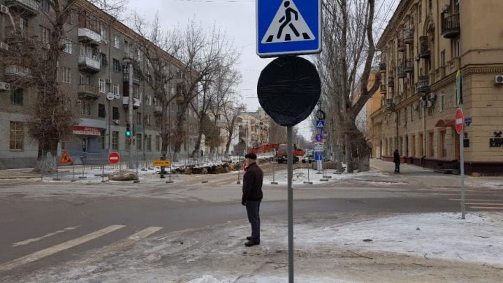 В центре Волгограда коммунальщики и чиновники устроили водителям западню