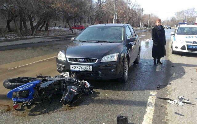 Пьяный мотоциклист устроил аварию на Авторемонтной