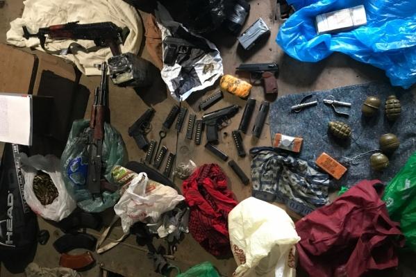 Оружие хранили в гараже