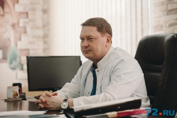 Владимир Зуев является руководителем медицинской и хирургической службы «Медицинского города»