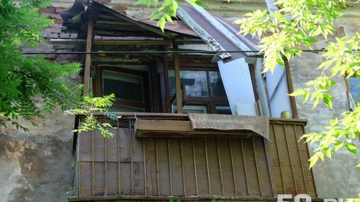 Пермский дом, в котором обвалился потолок, признали аварийным неделю назад