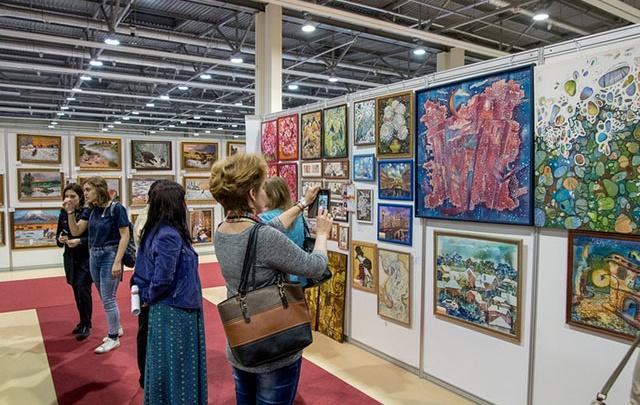 Выставка «Арт-Ростов»: ожившие полотна Айвазовского и сто подлинников Дали