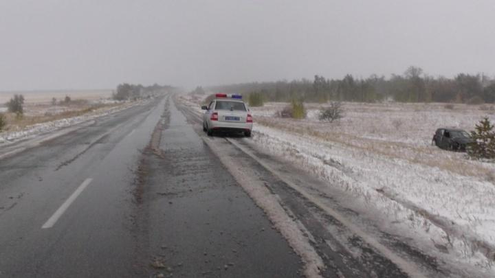 Унесённые снегом: на Южном Урале из-за непогоды несколько машин улетело в кювет
