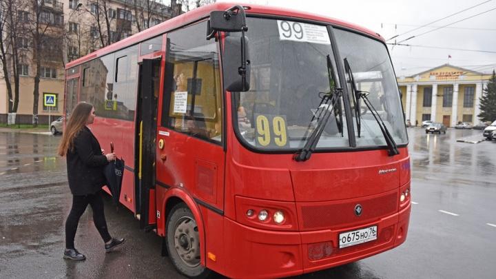В Ярославле вышел на маршрут новый красный автобус: фото