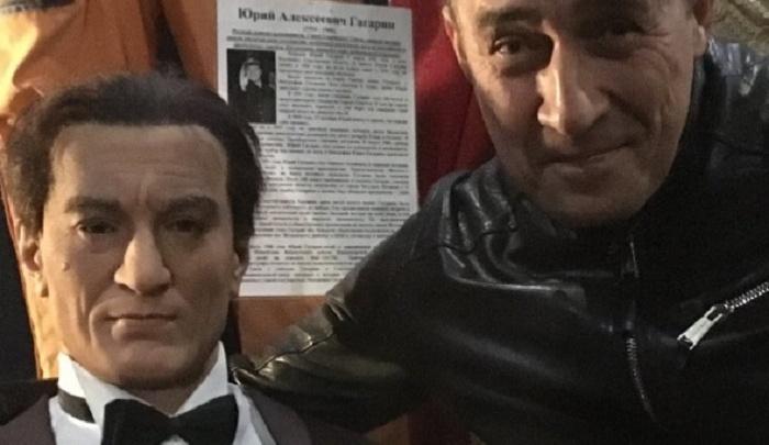 Популярный актер из Волгограда узнал себя в восковом Де Ниро