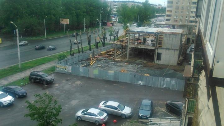 Уплотнительную застройку на северо-западе Челябинска продолжают вопреки запрету суда