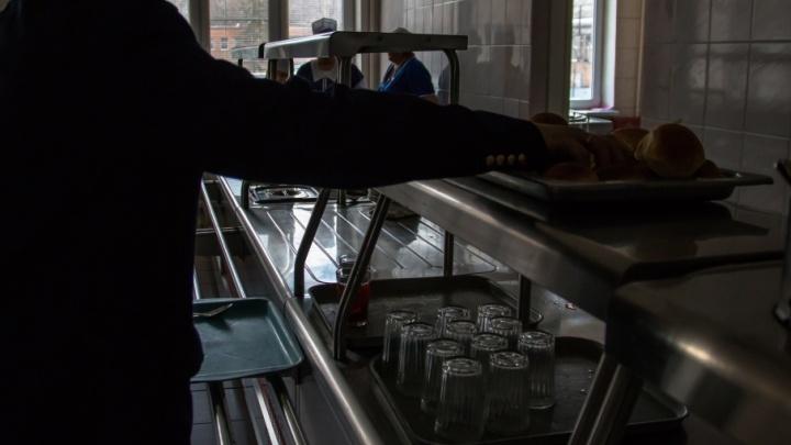 Оставили детей без селедки: в Чапаевске поставщика защитили от алчности директора школы
