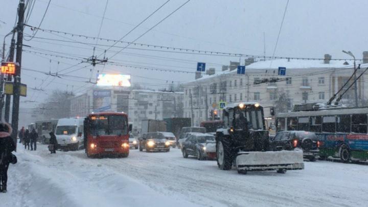 Требуем мост из снега и отменить понедельники: о чем писали ярославцы в пробках